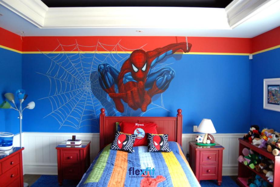 Việc đồng bộ từ sơn tường các các họa tiết nội thất: chăn ga, tủ kệ… tạo nên thế giới hoạt hình thú vị cho bé
