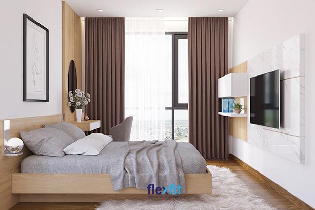 Đẳng cấp hơn với thảm trải lông trắng mượt mà. Kết hợp thêm rèm cửa vải mềm màu nâu mộc mạc và nhựa trong suốt đẹp mắt, căn phòng ngủ của bạn trông sẽ ấm áp và giàu tính thẩm mỹ hơn