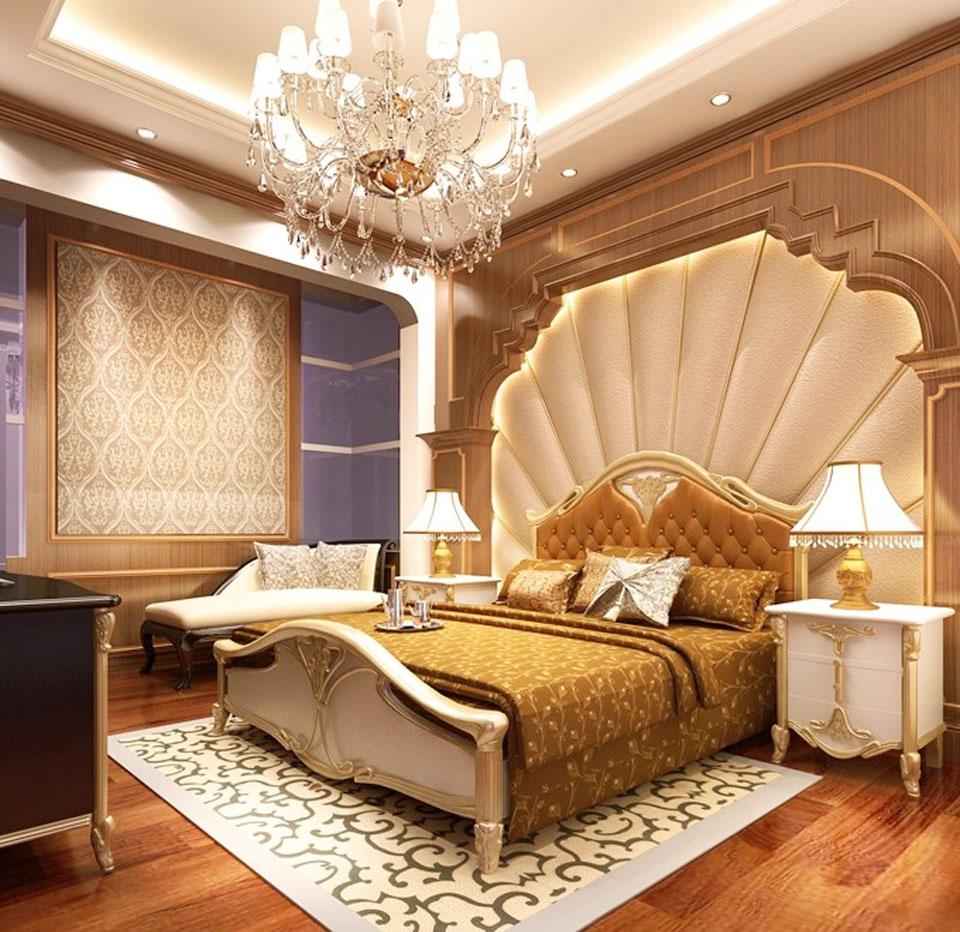 Với tông màu nâu gỗ, vàng nhũ và be, phòng ngủ toát lên vẻ đẹp châu Âu sang trọng, hoàng gia