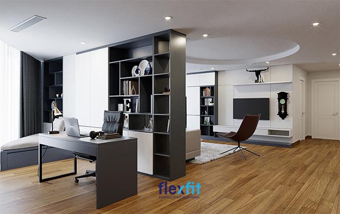 Một chiếc tủ đề đồ kết hợp giá sạch và kệ trang trí thiết kế kịch trần, tông màu trắng – đen tối giản sẽ là vách ngăn tiện ích, linh hoạt ngăn cách phòng ngủ và phòng làm việc