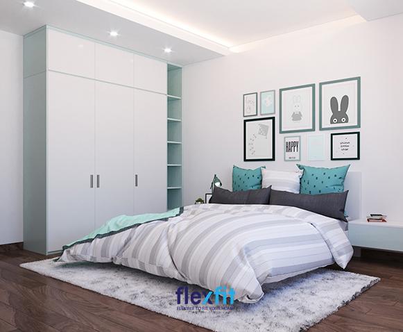 Bên phải tủ là kệ trang trí nhiều ô màu xanh ghi sáng mát mẻ, tạo cảm giác thích mắt mang đến cho bé thêm không gian để bày những món đồ chơi yêu thích