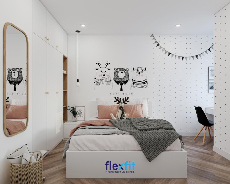 Tủ quần áo tông màu trắng – nâu gỗ, kích thước vừa phải, thiết kế chìm tường, kịch sàn, kịch trần tạo nên sự hài hòa với tổng thể căn phòng cả về màu sắc, kích thước lẫn kiểu dáng