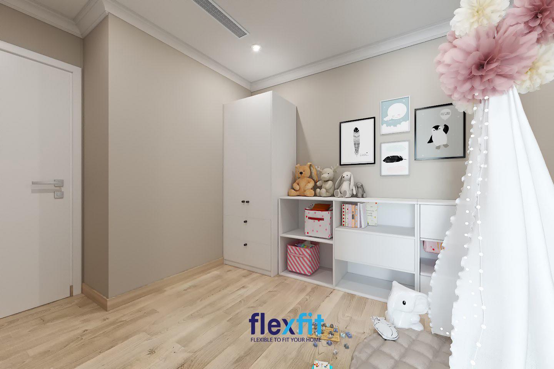 Để tăng thêm tính tiện dụng và thẩm mỹ, bạn có thể sắm thêm một chiếc tủ trang trí kết hợp chứa đồ màu trắng đồng bộ với tủ quần áo như thế này để đặt ngay bên cạnh