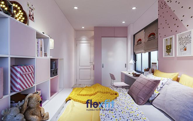 Tủ quần áo thiết kế kịch trần, phối màu trắng tinh khôi và hồng lãng mạn theo khoang chứa đồ giúp tăng thêm diện tích sử dụng, dễ phân chia đồ mà lại giàu tính thẩm mỹ