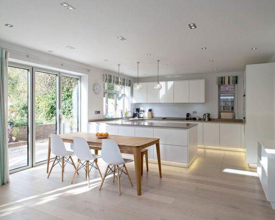 Những mẫu tủ bếp Acrylic luôn mang lại vẻ đẹp tự nhiên, hấp dẫn cho không gian sống.