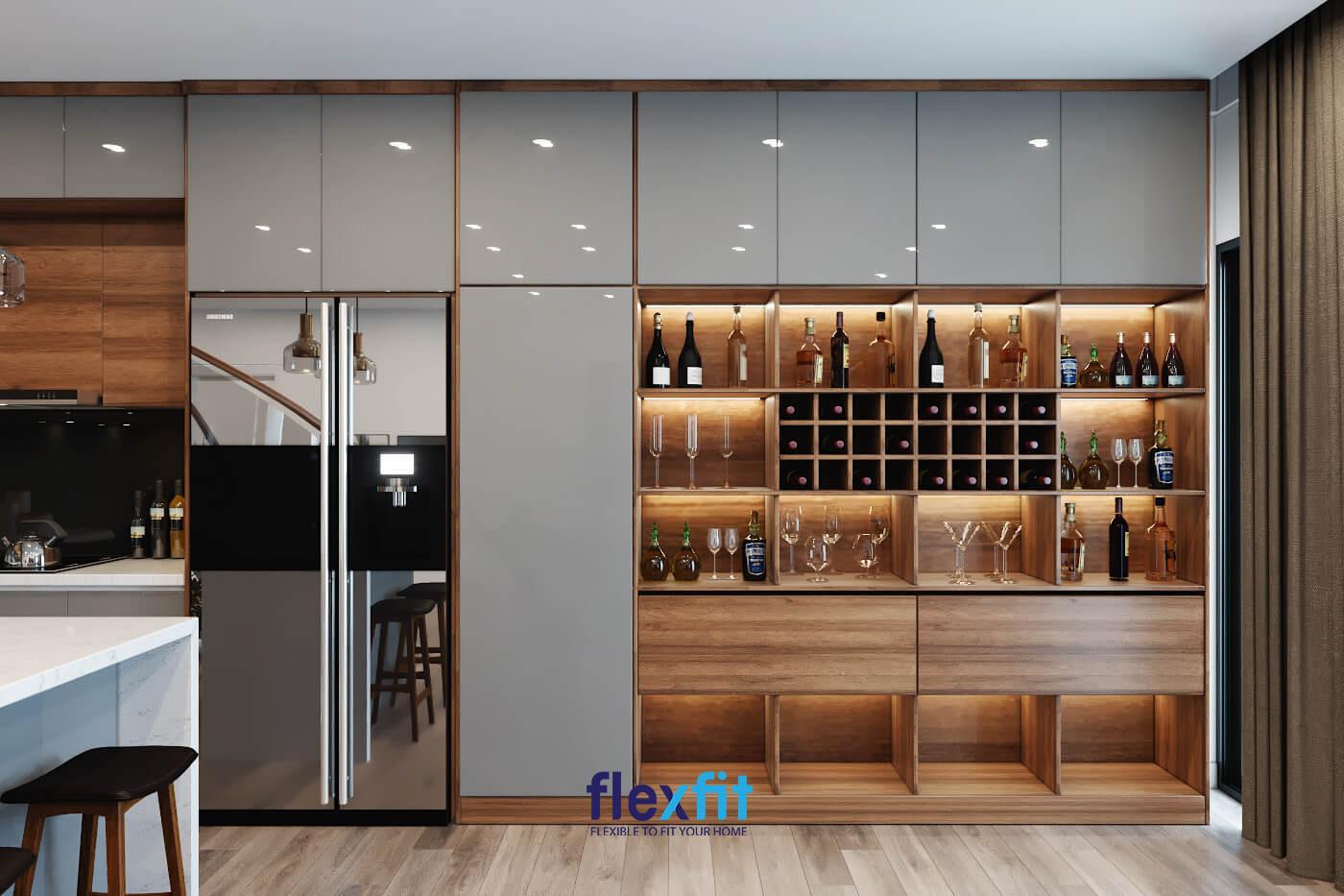 Góc bếp sang trọng với nội thất gỗ và kim loại được kết hợp khéo léo dành cho chủ nhà mệnh Kim.