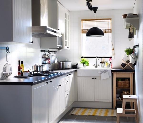 Nên tạo những ô thoáng, cửa sổ để mang lại cảm giác thoáng đãng hơn cho không gian bếp.