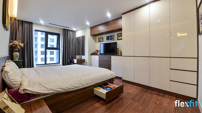 Mẫu giường gỗ công nghiệp có ngăn kéo nâu trầm